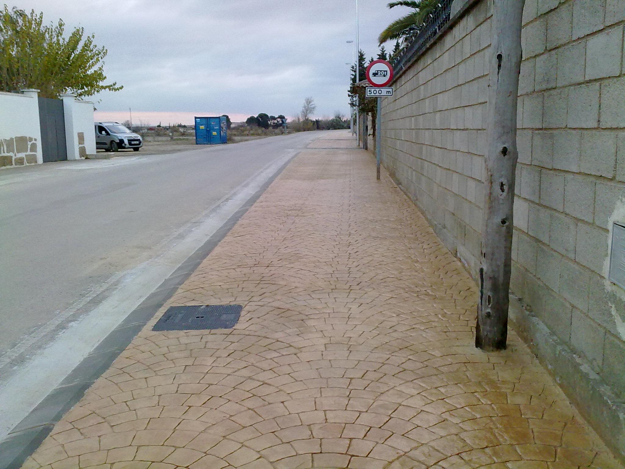 Acera de travesía en Agón - Obra urbanización - Solceq